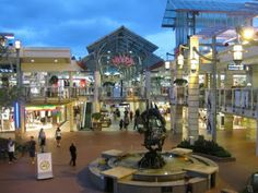 Imagery, outdoor mall