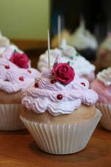 Fake cupcakes made out of expanding foam and Spackle. I want to make SO many of these!