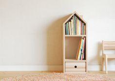 福井県の「杉の木」を使用した子ども用の家具。やわらかい木肌に刻まれるきずや色は、まさに日記そのもの。 New Kids, Diy For Kids, Cool Kids, Bookshelves, Bookcase, Kids Decor, Home Decor, Furniture Inspiration, Wooden Toys