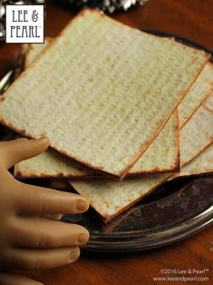 This Passover, make amazingly realistic matzos for your 18 inch / American Girl dolls using Lee & Pearl's FREE printable download and easy directions. Chag Pesach Sameach! American Girl Crafts, American Girl Clothes, American Girls, Pearl Crafts, Printable Crafts, Free Printables, Popular Crafts, Felt Bunny, Stocking Pattern