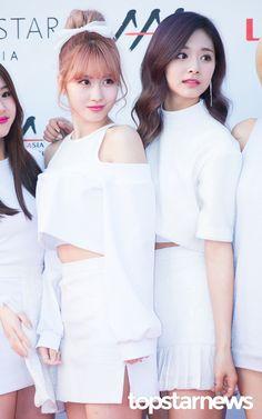 [HD포토] 트와이스(TWICE) 모모-쯔위 귀여운애와 예쁜애 (2016 아시아 아티스트 어워즈 AAA) #topstarnews