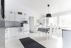 Puustelli keittiö, lappli-talo Boho Deco, New Homes, Chic, Kitchen, Life, Home Decor, Black Accents, Kitchen Grey, Study Corner