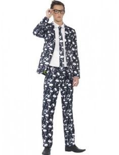 You can buy a Men's Teen Size Skeleton Suit for Halloween parties from the Halloween Spot. This skeleton suit includes black and white Jacket, Trousers & Tie. Native American Halloween Costume, Clueless Halloween Costume, Skeleton Halloween Costume, Couple Halloween Costumes For Adults, Fete Halloween, Halloween Fancy Dress, Halloween Outfits, Halloween Horror, White Costumes