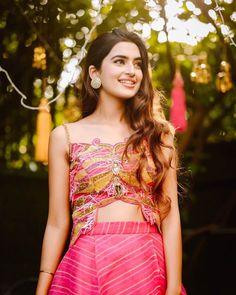 Bridal Mehndi Dresses, Mehendi Outfits, Bridal Lehenga, Wedding Looks, Bridal Looks, Bridal Style, Summer Wedding Outfits, Wedding Bridesmaid Dresses, Beautiful Girl Indian