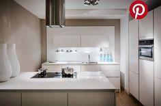 Pin uw droomkeuken Bathroom Lighting, Kitchen Cabinets, Mirror, Furniture, Mini, Home Decor, Bathroom Light Fittings, Bathroom Vanity Lighting, Decoration Home