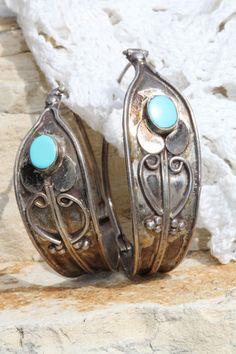 Nice vintage Navajo sterling silver & turquoise earrings. Pierced hoop. #navajo #turquoise