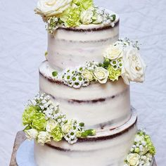 Letna svadobna sezona ukoncena touto krasotinkou.  Komu vykuzlim dalsiu? #cake #seminaked #seminakedcake #wedding #weddingcake #weddingday #seminakedweddingcake #brownie #browniecake #torta #torte #bakeninja #feedfeed #cakeporm #cakestagram #flowers #roses #cakeart #cakedecorating #raspberries #canon #yummy #summerwedding #nakedcake #cakelife #freshflowers #dnesjem #dnesfotim #dnespeciem #flowerseverywhere