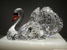 Swarovski Crystal World Swan Swarovski Crystal World, Swarovski Crystal Figurines, Swarovski Jewelry, Swarovski Crystals, Cut Glass, Glass Art, Glass Figurines, Glass Animals, Crystal Collection