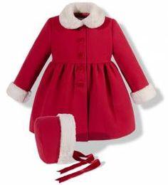 Abrigo de paño con capota rojo para niña Childrens Coats, Kids Coats, Coats For Women, Cute Little Girl Dresses, Baby Girl Dresses, Baby Dress, Baby Girl Fashion, Toddler Fashion, Kids Fashion