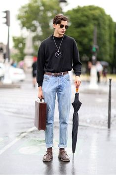 Check out our list of the top 20 inspired outfits for men. Each outfit is based on streetwear fashion as the Grunge Style Outfits, Outfits Casual, 30 Outfits, Themed Outfits, 90s Outfits For Guys, Inspired Outfits, Casual Wear, Casual Pants, Men Casual