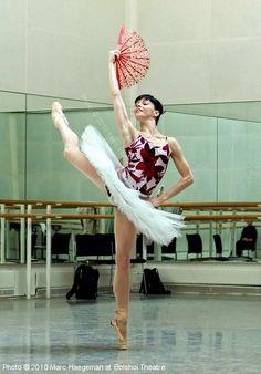 Natalia Osipova rehearsing Don Quixote (2010)  Photo by Marc Haegeman / Наталья Осипова