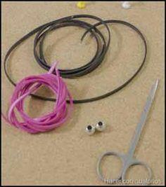 Trenza redonda de 4 cabos Headphones, Jewelry, Leather Art, Belts, Braided Leather Bracelets, Braided Leather, Tooled Leather, Leather Collar, Leather Accessories
