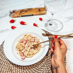 """Poonam Manick 🧿📍Paris on Instagram: """"Mon plat de PASTA ! @pastagarofalofr 🍝 Spaghettis Noix de Saint Jacques beurre échalote Citronnelle Crème et radis 😍 Cette association !…"""""""