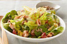Honey Chicken and Grape Salad – Chicken strips, grapes and celery are marinated in honey-and-orange-flavored salad dressing then tossed with lettuce for a tasty main-dish salad. Asian Chicken Salads, Chicken Salad Recipes, Salad Chicken, Recipe Chicken, Honey Chicken, Chicken Bacon, Rotisserie Chicken, Cooking Recipes, Healthy Recipes