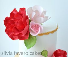 The sugar roses: red, pink and white.