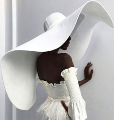 There were massive hats, a flurry of fringe, embroidery to the nines, sheer panels, and more unique looks for New York International Bridal Fashion Week. Look Fashion, Fashion Design, Dress Fashion, Face Fashion, Fashion Pics, Fashion 2018, Fashion Fall, 90s Fashion, Retro Fashion