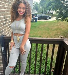 Miss Mulatto, she's so beautifulll�☀�💙😉 Dope Outfits, Urban Outfits, Girl Outfits, Fashion Outfits, Womens Fashion, Fashion Killa, Swagg, Well Dressed, My Outfit