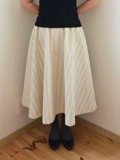 Size: Skirt length This skirt features the FABRIC CARAVAN BY YURTAO created by textile designer, Momoko Kinoshita. Diy Circle Skirt, Elastic Waist Skirt, How To Make Diy, Gathered Skirt, Drapery Fabric, Pattern Paper, Textile Design, Dressmaking, Cotton Linen