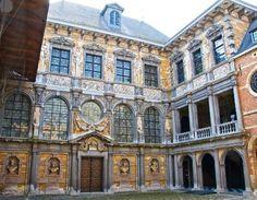 8. B. Casa de Rubens patio interior, fachada barroca. Fue una de las mejores de la ciudad y en la que guardaba su magnífica colección de pinturas, así como de esculturas de la Antigüedad. Ese afán coleccionista de algunos de los artistas es también un síntoma de que el dinero y el reconocimiento social se mostraban en un comportamientos que los alejaban de los artesanos.