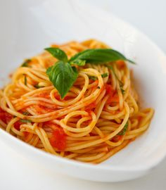 Scarpetta's Spaghetti with Fresh Tomato Sauce and Garlic Basil Oil by Steamy Kitchen