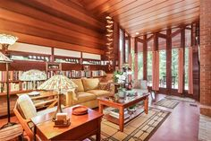 Frank Lloyd Wright rustic midcentury modern home, fits like a glove in its surrounding landscape Casas De Frank Lloyd Wright, Frank Loyd Wright Houses, Usonian House, Brick And Wood, Mid Century House, Contemporary Interior, Great Rooms, Building A House, Outdoor Furniture Sets