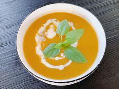 Een heerlijke klassieker die het altijd goed doet: wortelsoep. Geen speciale toevoegingen, de pure bereiding, de (h)eerlijke beleving. Thai Red Curry, Ethnic Recipes, Food, Essen, Meals, Yemek, Eten