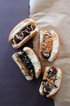 Glam up your summer dish with these mizo glazed hot dogs, topped with ramen noodles, Japanese mayo, seaweed, and whatever else you can dream up! Hot Dog Recipes, Pork Recipes, Seafood Recipes, Great Recipes, Drink Recipes, Base Foods, I Foods, Gourmet Hot Dogs, Cheesy Breadsticks