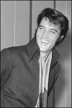 Photos of Elvis at the International Hotel Now Added to Mobile Apps