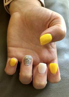 23 Great Yellow Nail Art Designs 2019 - Yellow Nails Design - Best Nail World Cute Acrylic Nails, Cute Nails, Pretty Nails, Yellow Nails Design, Yellow Nail Art, Yellow Toe Nails, Hair And Nails, My Nails, Dipped Nails