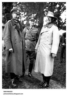 Lettow-Vorbeck (right) as guest of General Günther von Kluge at army maneuvers in 1935