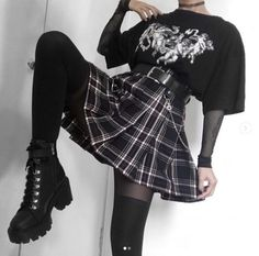 Gothic fashion 136022851233691632 - 30 Best Short Hairstyles & Haircuts 2020 – Bobs, Pixie, Ombre, Balayage Source by Edgy Outfits, Mode Outfits, Retro Outfits, Grunge Outfits, Cute Casual Outfits, Goth Girl Outfits, Grunge Clothes, Emo Clothes, Couple Outfits