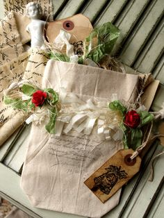 pretty packaging ~Such a Special Touch~ Merry Christmas, Burlap Christmas, Christmas Gift Wrapping, All Things Christmas, Christmas Holidays, Christmas Crafts, Christmas Decorations, Christmas Ornaments, Christmas Blessings