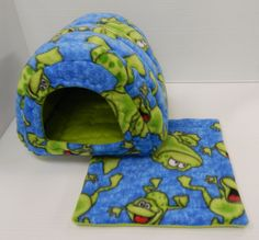 Cavy Shack in Frogs and Lime green by PeeweesPiggyPalace on Etsy, $35.00