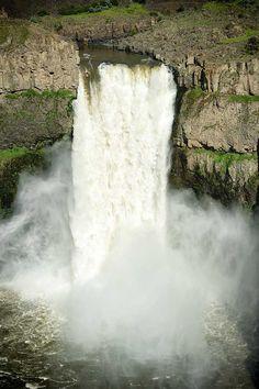 Kayak Falls on Waterfall, would you dare?