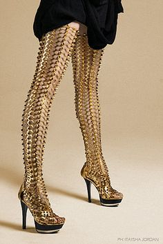 Chain-mail thigh high boots-- without the heels, this wold be awesome. Crazy Shoes, Me Too Shoes, Sexy Stiefel, Sexy Boots, Sexy Heels, Future Fashion, Mode Inspiration, Fashion Inspiration, Thigh High Boots