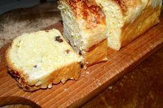 Strucla serowa z rodzynkami Cornbread, Banana Bread, Ethnic Recipes, Food, Cakes, Millet Bread, Meal, Essen, Hoods