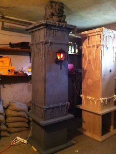 Pretty awesome pillars from Halloween Forum
