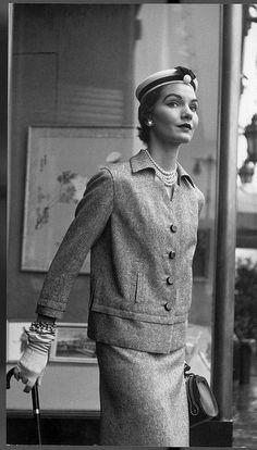 1952 Mode Vintage, Vintage Vogue, Vintage Glamour, Vintage Hats, Vintage Magazines, Vintage Beauty, Vintage Style, 1950s Fashion, Vintage Fashion