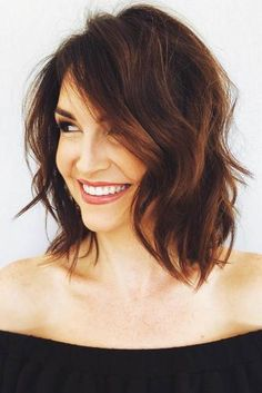 Outstanding Shag Haircut Ideas For All Textures, Lengths, And Tastes ★ Messy Bob Hairstyles, Medium Bob Hairstyles, Haircuts For Fine Hair, Haircut For Thick Hair, Long Bob Haircut With Layers, Choppy Layers, Shaggy Haircuts, Wavy Hair, Medium Hair Styles For Women