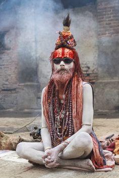 Sadhu in Kathmandhu, India Sadhus India, Aghori Shiva, Arte Tribal, Amazing India, Shiva Art, India Culture, Portraits, People Around The World, World Cultures