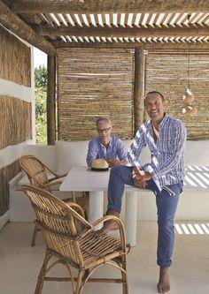Detalhes do Céu: Cabana de praia em Portugal Pergola Canopy, Pergola Patio, Backyard Patio, Cheap Pergola, Outdoor Spaces, Outdoor Chairs, Outdoor Living, Outdoor Furniture, Outdoor Decor