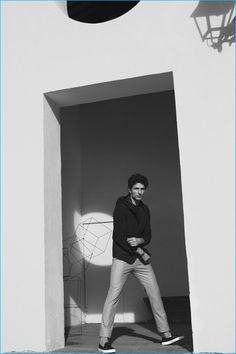 Massimo Dutti is back to playing favorites, reuniting with Andres Velencoso Segura. The top model reconnects with the Spanish brand after fronting its NYC…