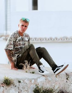 Justin Bieber Hangs in Ibiza on Day Off From Purpose Tours