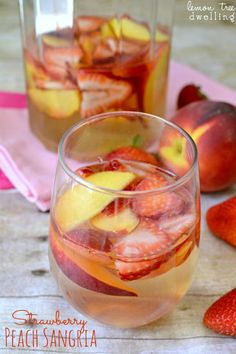 Strawberry Peach Sangria by Lemon Tree Dwelling White wine sangria with fresh sliced peaches and strawberries – a beautifully delicious summer drink! Years ago, I was part of a book club. Peach Sangria Recipes, White Peach Sangria, Peach Wine, White Wine Sangria, Cocktail Recipes, Drink Recipes, White Wines, Cocktail Drinks, Red Wines