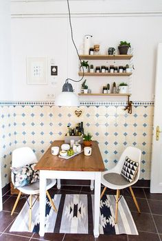 Kitchen styling in black and white tones - White Kitchen Remodel Interior Exterior, Kitchen Interior, Interior Design Living Room, Cozy Kitchen, Kitchen Decor, Kitchen Design, Decorating Kitchen, Room Inspiration, Interior Inspiration