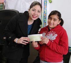 Entrega Daniela Álvarez cheque a la escuela primaria Solidaridad | El Puntero