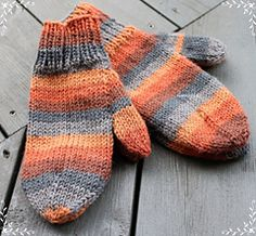 Ravelry: Guris simple children`s mittens pattern by Guri Østereng Halvorsen Crochet Baby, Knit Crochet, H Design, Fingerless Gloves Knitted, Mittens Pattern, Knitting For Kids, Arm Warmers, Ravelry, Diy And Crafts