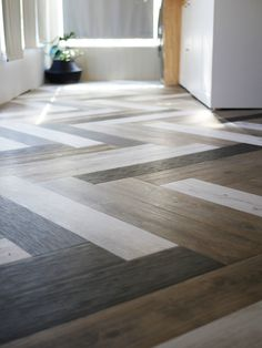 DIY Flooring Projects - Herringbone Floors with Vinyl Stick Down Planks - Cheap Floor Ideas for Thos Vinyl Plank Flooring, Diy Flooring, Flooring Options, Kitchen Flooring, Cheap Flooring Ideas Diy, Vinyl Planks, Bathroom Flooring, Inexpensive Flooring