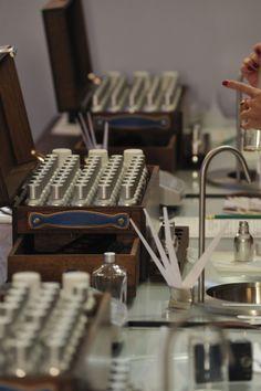 Atelier du parfumeur à Forcalquier par l'Université Européenne des Senteurs & Saveurs #Provence