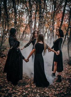 Witch Pictures, Witch Photos, Halloween Fashion, Halloween Pictures, Halloween Photo Shoots, Witch Pics, Wicca, Witch Coven, Shotting Photo